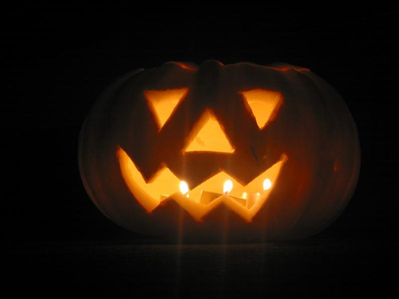 http://scarymary.se/wp-content/uploads/2009/10/Halloween-pumpkin.jpg